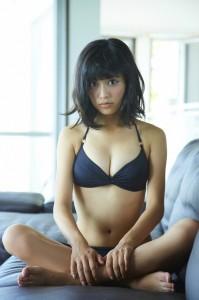 小島瑠璃子(こじるり)の過激な水着画像6